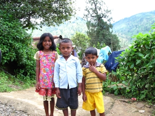 Cute kids in the highlands outside Nuwara Eliya